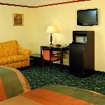 Executive Innand Suites Leonardtown MDQueen Suite