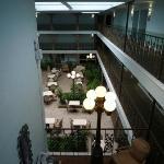 Innenbereich des Hotels, Blick zum Frühstücksbereich