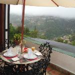 Terraza de la Habitación 7. Desayunas a cuerpo de rey con el mejor paisaje de fondo