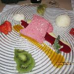 Un parfait à la framboise et ses fruits frais