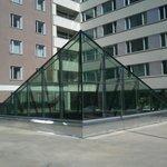 стеклянная крыша над столовой