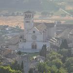 La Basilica di San Francesco vista dalla Rocca Maggiore