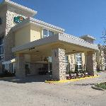 La Quinta Inn & Suites Dallas I-35 Walnut Hill Ln