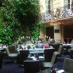 il salotto/ristorante all'interno