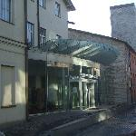 Main entrance to hotel