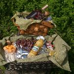 Grouse Nest also offers a lovers' basket, two breakfast baskets and a picnic basket for guests.