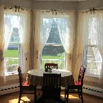 Dining bay window