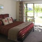 Deluxe King  Guest Suite at Maple Lodge Wanaka NZ
