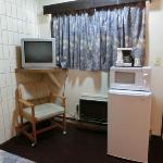 コーヒーメーカー、電子レンジ、冷蔵庫、テレビ