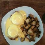 Eggs Benedict with Homefries