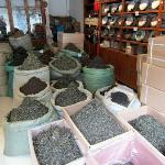 Can try many kinds of Yunnan tea