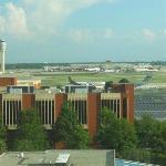 Vista del aeropuerto de Atlanta desde el hotel