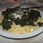 Spaghetti with Spinach, Mushrooms and Spicy Red Pepper