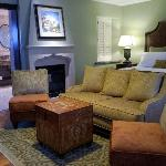 """Splendido Suite with dual fireplace, 46"""" flat screen and more!"""