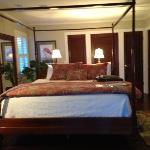 "ocean front ""Tradewinds"" room"