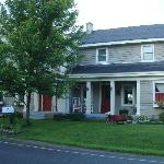 Restored 1855 Greek Revival Farmhouse in country