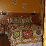 Cabin 1 - Peak Perspective: Bedroom with Queen Size Bed
