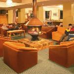 Bar & Guest Lounge