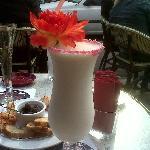 Pina Colada (et en fond une coupe de champagne et les amuses bouches offerts)