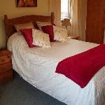 DOUBLE / TWIN BEDROOM EN-SUITE