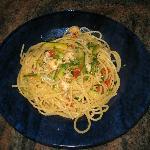 Spaghetti zucchine gamberoni e ciliegini