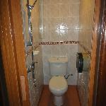 Il claustrofobico bagno della camera standard!