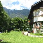 Hohe Tannen with garden and mountain backdrop