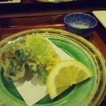天ぷらはアツアツで抹茶塩でいただきます。