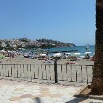 ausblick auf den strand direkt and der promenade zum strand