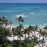 Der Waikiki-Strand mit Blickrichtung Südsee