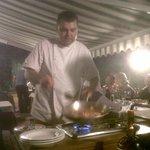 Pêches caramélisées et flambées au Grand Marnier par le chef Angelo!