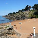 la plage des Sablons tout à côté
