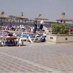 Техслужбы и администрация огородили единственный взрослый бассейн, т.к. там обнаружена какая-то