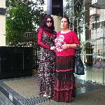 Мы с дочкой возле отеля