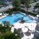 vista interno hotel (piscina) dal balcone