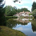 Le restaurant au bord de l'étang