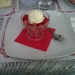 fragole con gelato alla vaniglia