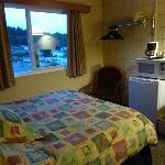 Zimmer im Haida Way mit Mikrowelle und Kühlschrank