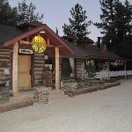 Pine House Cafe & Tavern