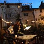 live music at Vicolo dei Golosi adds to the magic