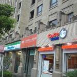 ホテルの並びのお店達 ファミマ、COCO都可茶飲