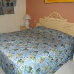 grand lit dans les chambres