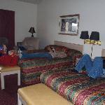 2 Queen beds with recliner