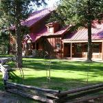 Mazama Country Inn Summer