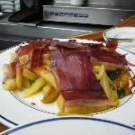 Patatine, jamon e pimientos del padron