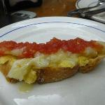 Bruschetta avocado baccalà e pomodoro
