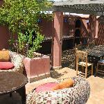 autre espace détente et espace repas avec son barbecue