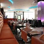 ma,ida table spread restaurant