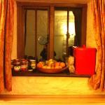 fruits pain et confitures pour petit dej