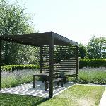 Der Garten der Villa mit Freisitz